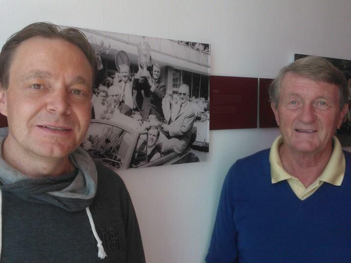 Ich sitze Werner Olk gegenüber. Hans-Peter Renner (Abteilungsleiter Publikationen, Direktion Medien und Kommunikation) reservierte uns eine Räumlichkeit im ... - werner_olk_002